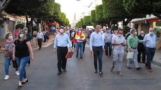 Manifestación taurina bajando el Paseo de Almería.