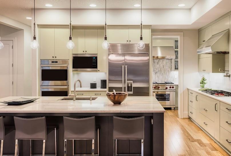 Wyspa kuchenna jest chętnie budowana w nowoczesnych kuchniach