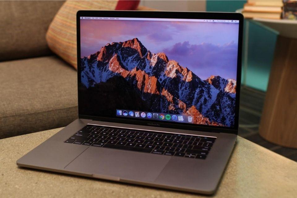 Macbook Pro 2017 có Touch Bar