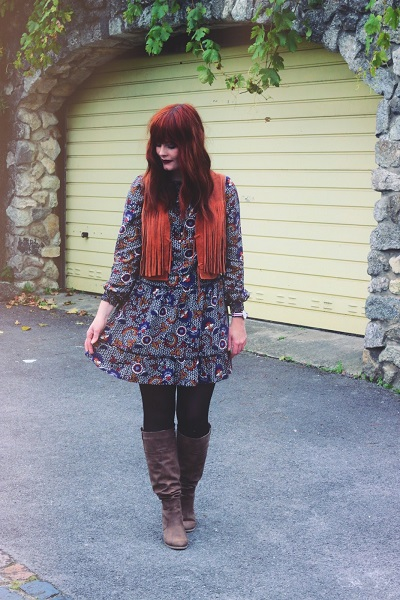 blogger in smock paisley dress