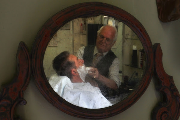 Penny Lane.. the barber shaves .. di AlfredoNegroni