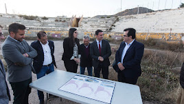 Visita a la plaza de toros de Laujar por parte de autoridades locales y provinciales.
