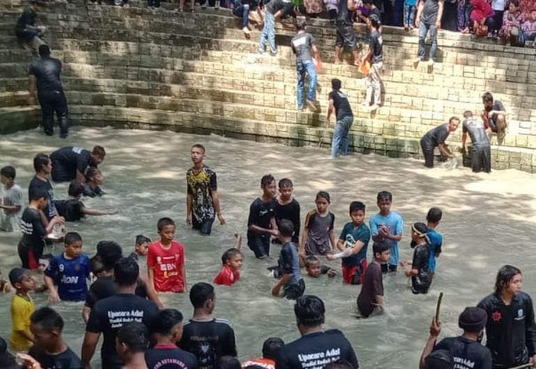 Tradisi Keduk Bejio Di Tawun Ngawi Jatim