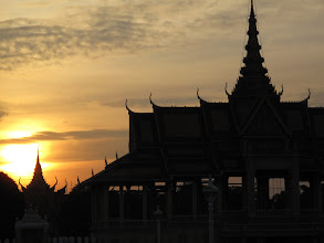Photo: Dusk in Phnom Penh