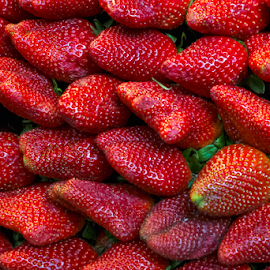 Fresh red strawberry fruits by Roberto Sorin - Food & Drink Fruits & Vegetables ( studio, berry, fruit, line, isolated, freshness, summer, red, beautiful, arranged, white, textured, vegetarian, ripe, strawberries, diet, organic, group, macro, vibrant, green, refreshment, natural, nature, strawberry, raw, leaf, many, delicious, food, close-up, nutrition, dessert, closeup, background, healthy, shiny, tasty, fresh, sweet, colorful,  )