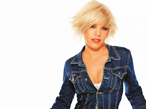 Photo: Pink!!!! coming to Louisville, KY Yeah