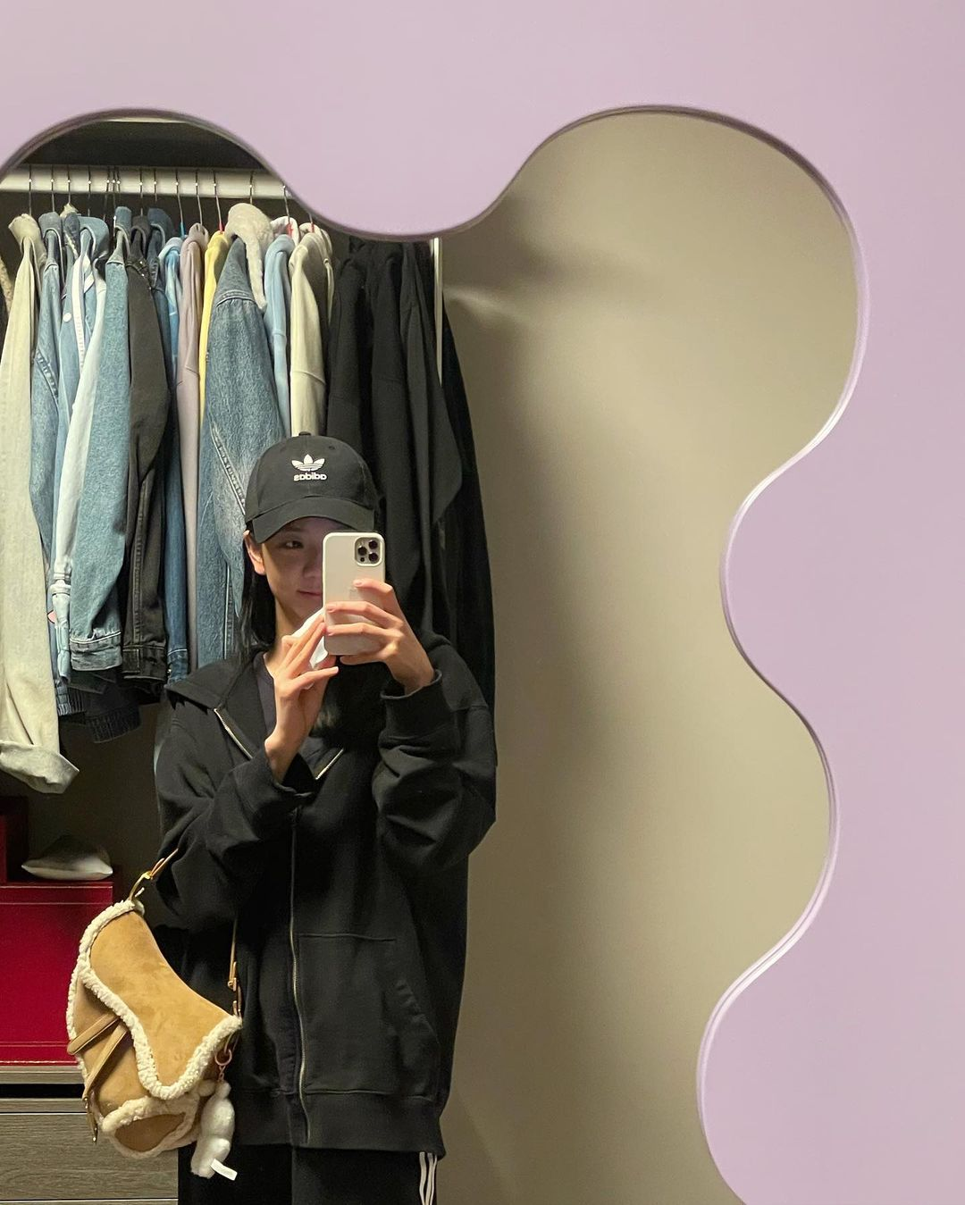 jisoo mirror1