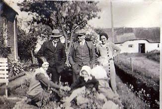 """Photo: """"Søndalsgaards"""" have med """"Poulsminde"""" i baggrunden. Alvilda og Rosalia - de voksne kvinder (døtre fra Søndalsgaard. Manden tv. Niels Chr. Kallestrup og svigersønnen. ca. 1940"""