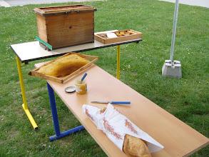 Photo: Ruchette et pot de miel