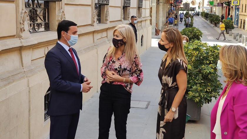 La consejera de Cultura visita la Diputación de Almería