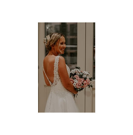 Vacker brudklänning med fina detaljer