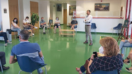 El concejal de Cultura, Manu Abad, en la reunión con empresarios.