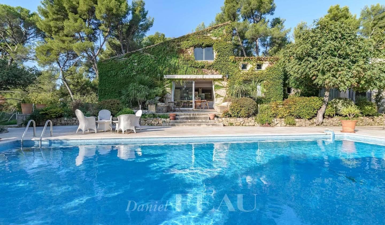 Propriété avec piscine et jardin Marseille 11ème
