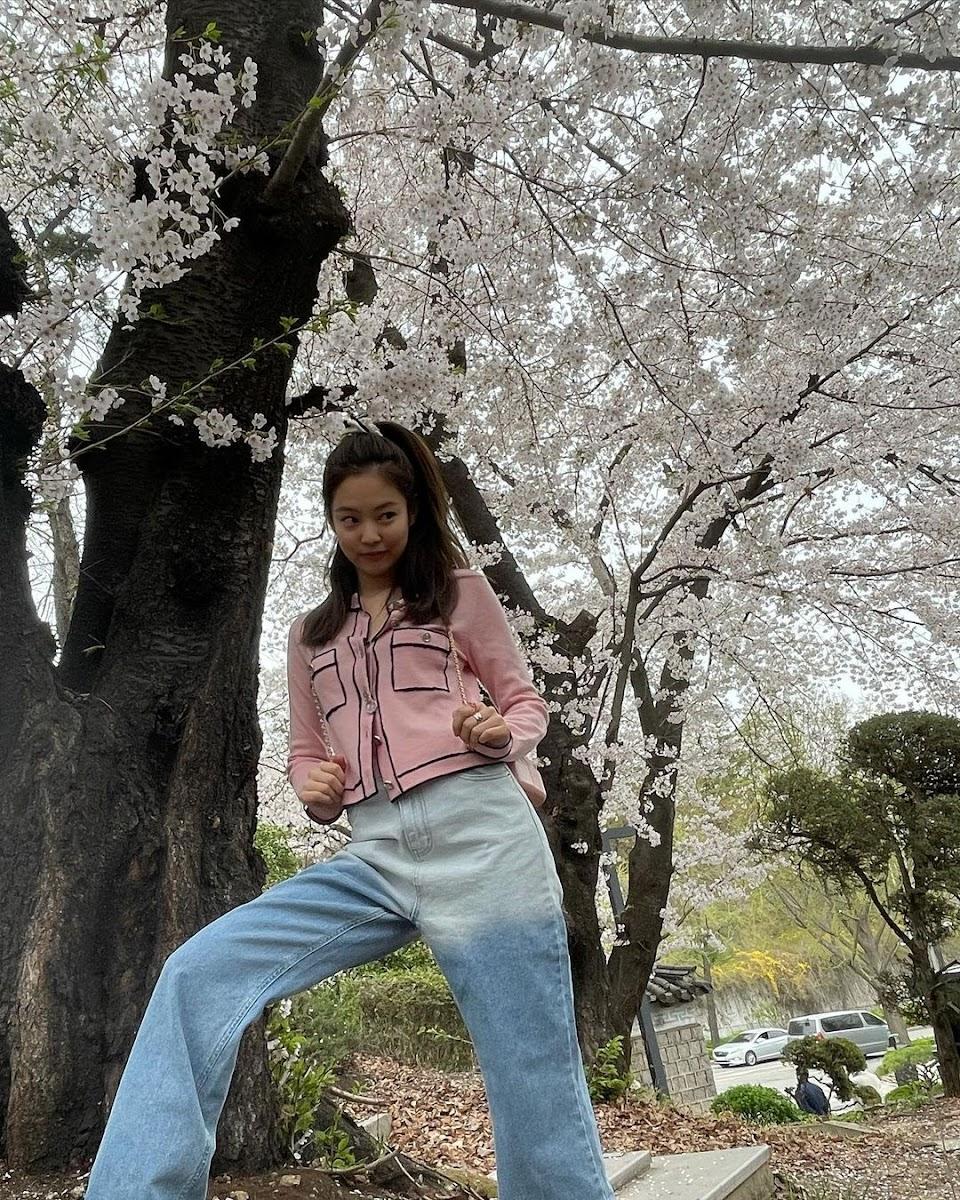 jennie pink spring
