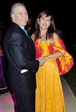 Photo: Helmut y Pilar Deza en la pista de baile armada en la Embajada de Brasil