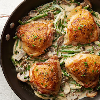 Skillet Chicken Thighs with Green Beans and Mushrooms Recipe