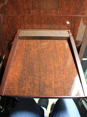 関東バス「ドリームスリーパー東京大阪号」 ・・・1 大型テーブル