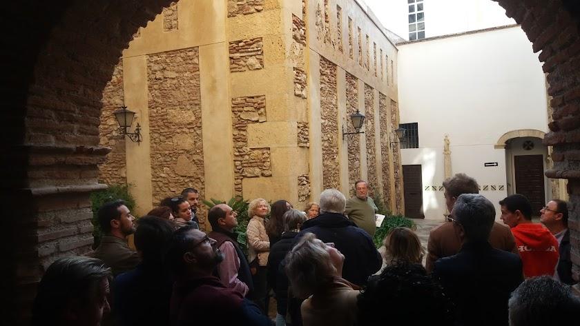 El compás del convento de las Puras, uno de los rincones menos conocidos de la ciudad, en la visita de ayer.