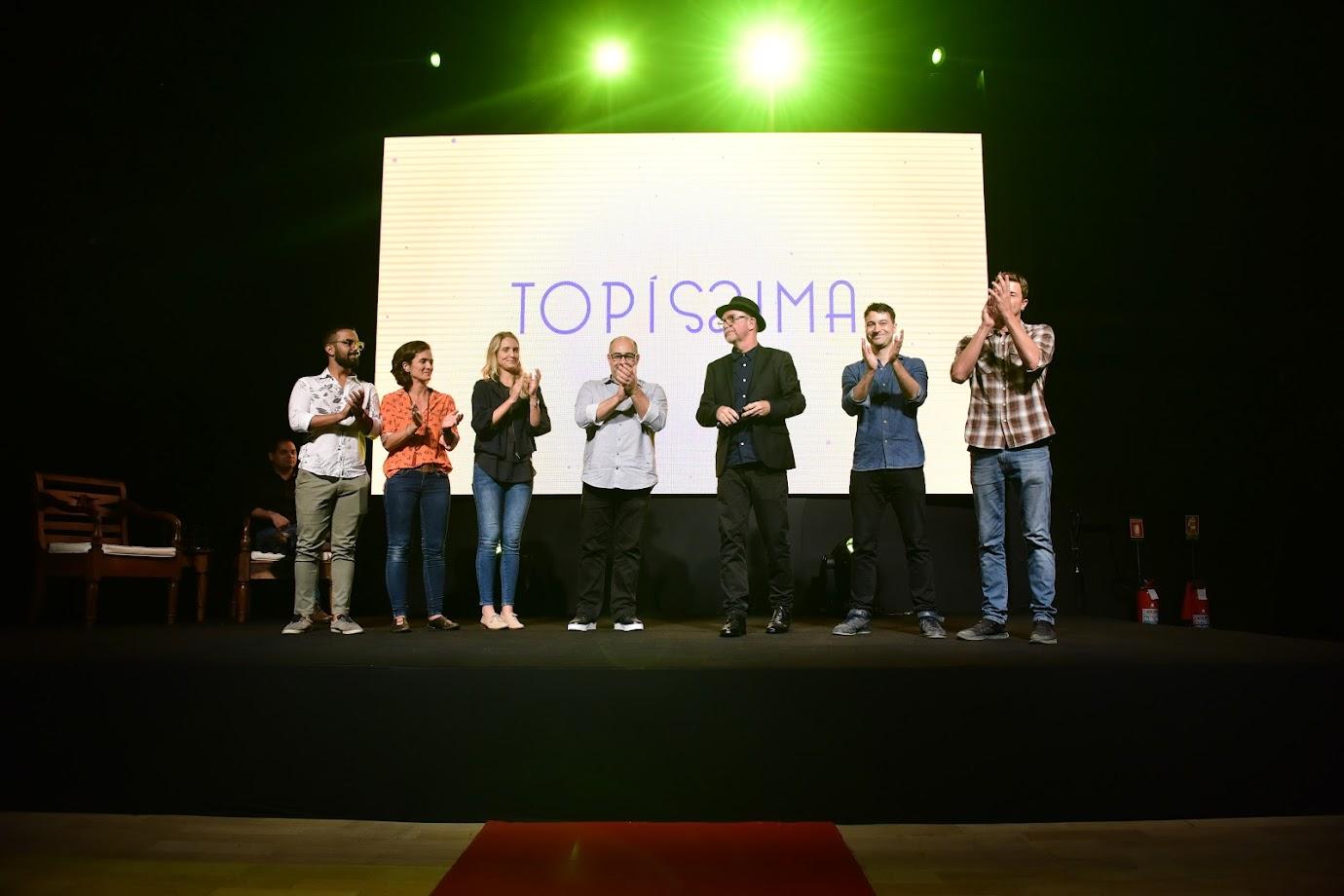 Equipe da novela Topíssima, com o diretor geral Rudi Lagemann de terno preto