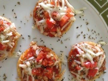 Quick Mini Microwave Neveroni Pizzas! Vegetarian Recipe