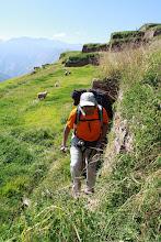 Photo: Subiendo por estrechas escaleras de piedra  Huchuyqosqo (27 y 28 - Abril - 2013) Cusco