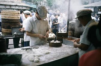 Photo: 11007 上海/自由市場/包子(パオズ)作り