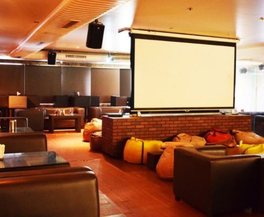 ipl-live-screening-bars-in-hyderabad-YET_image