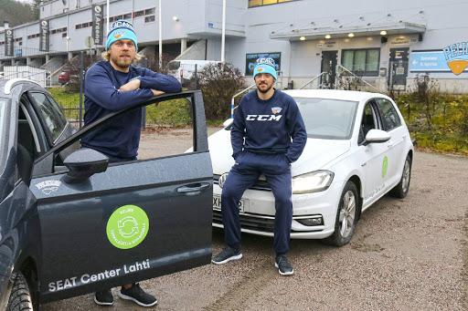 Antti Tyrväinen ja Juhamatti Aaltonen ovat saaneet syksyllä alleen uudet ympäristöystävällisemmät kulkuneuvot.