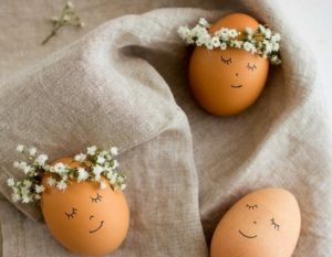 diy œufs de Pâques couronne de fleurs