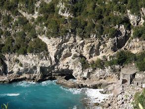 Photo: Grotta ed ex-calcara della Cala di Mitigliano