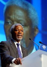 Photo: DAVOS/SWITZERLAND, 23JAN04 - Kofi Annan, Secretary-General, United Nations, New York, delivers a speech during the session 'The Future of Global Interdependence' at the Annual Meeting 2004 of the World Economic Forum in Davos, Switzerland, January 23, 2004. 