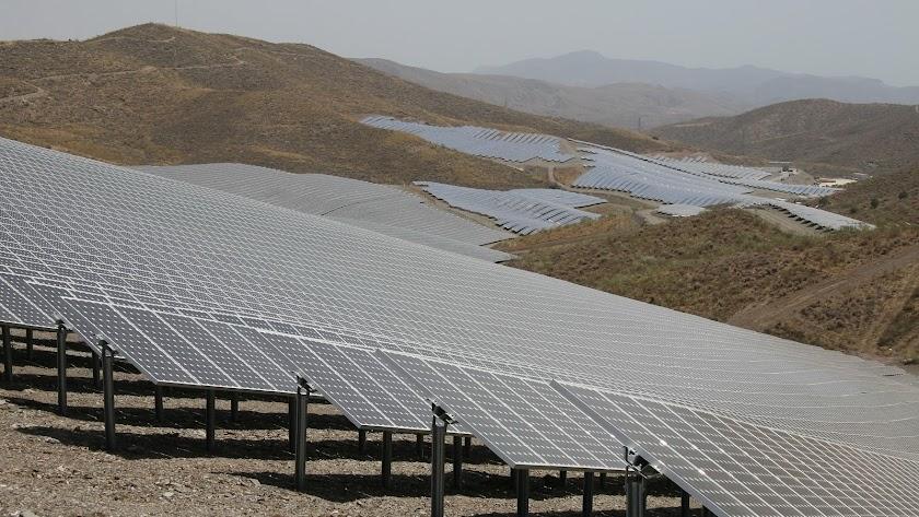 Instalación solar en Lucainena realizada con capital alemán en 2008, durante el primer boom de las renovables.