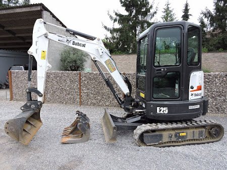 MINI-GRAAFMACHINE BOBCAT 425 / E25 2.5 TON