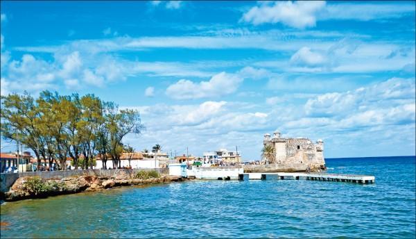 柯西瑪漁村是海明威喜愛釣魚的漁村,也是他《老人與海》著作的背景地點。
