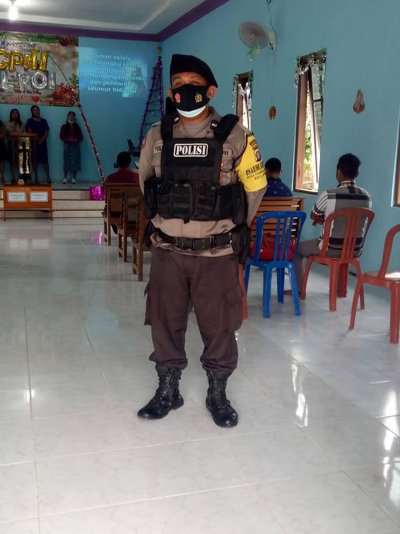 Bhabinkamtibmas Lakukan Pengamanan Ibadah Di Gereja Pantekosta Desa Pangkalan Satu.