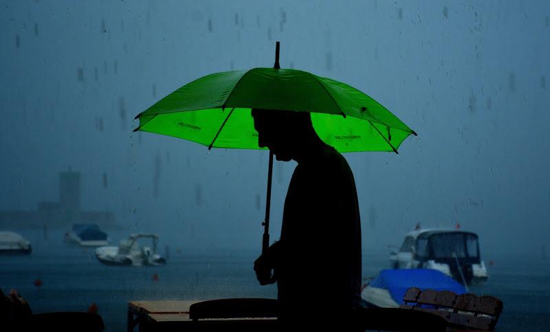 Ombrello verde. Speriamo smetta... di gigidueelle