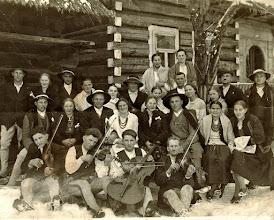 Photo: Muzykanci z Rogoźnika od lewej Tylka Józef (Malan) ,Kwak Andrzej (Bartuś), Kwak Stanisław (Bartuś.