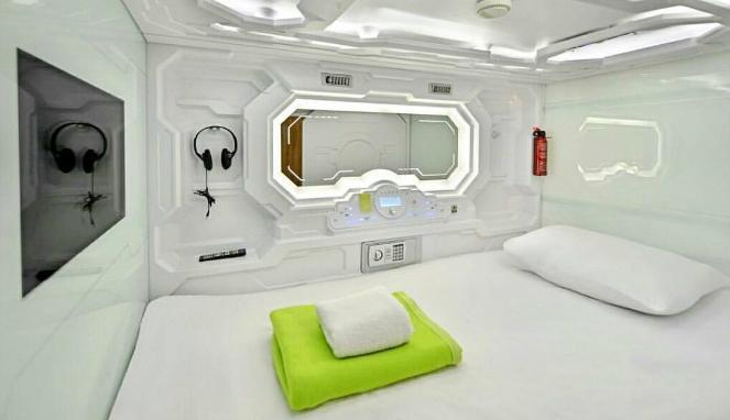 C:\Users\Asus\Downloads\Hotel-dengan-konsep-futuristik.jpg