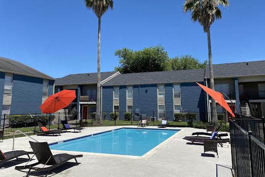 Westwood Park apartment swimming pool