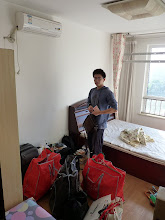 Photo: Beijing - moving Song's stuff into new apartment next to Lishuiqiao, 1 bedroom for 1900RMB + utilities in 2 bedroom apt + living room, very nice warm and clean apartment, photo taken 111001