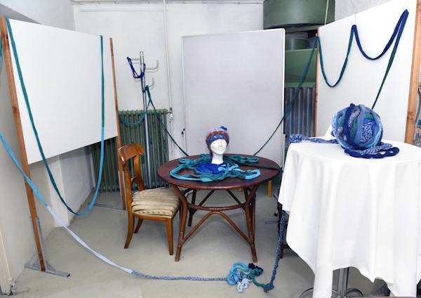 Foto: Ausstellung ART 17 - Vernissage am 30.9.2016. Elisabeth Erberndorfer; Objekt. Copyright: Barbara Zeininger