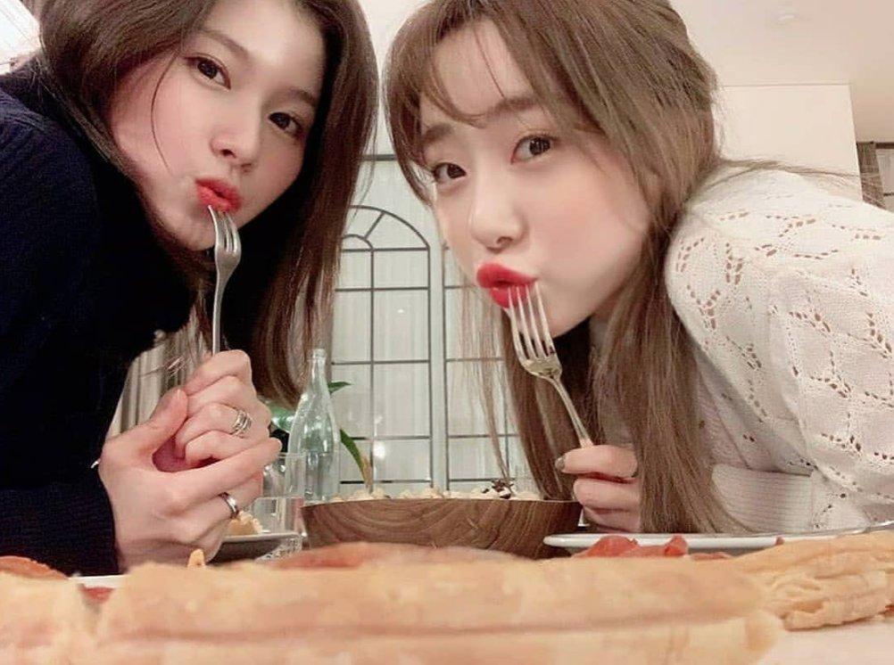 twice sana cosmic girls yeonjung