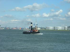 Photo: Op weg om de Rotterdam in te halen...