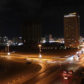 by Allan Caragao - City,  Street & Park  Vistas