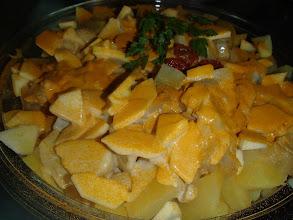 Photo: Pommes de terre, pommes fruits , oignons en vinaigrette au curry