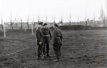 Photo: 1944 Generaal Eisenhower is in gesprek met onder andere Generaal Maczek op het voormalige terrein van de voetbalvereniging NAC in Princenhage. Op 29 november 1944 bracht de opperbevelhebber van de geallieerde strijdkrachten Generaal Eisenhower een bezoek aan de in Breda gelegerde troepen.