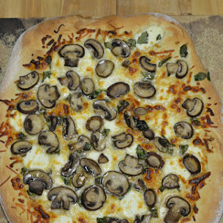 Spinach and Mushroom White Pizza for #WeekdaySupper.