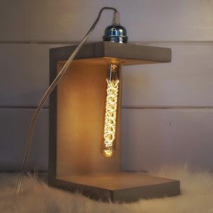 lampe à poser en béton ciré fait-main par Junny marque de décoartion en béton