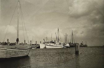 Photo: Hilligenlei,Ambronia,Hansa 1954 im Amrumer Hafen. Linienschiffe bzw. Ausflugsschifflein zu den Halligen