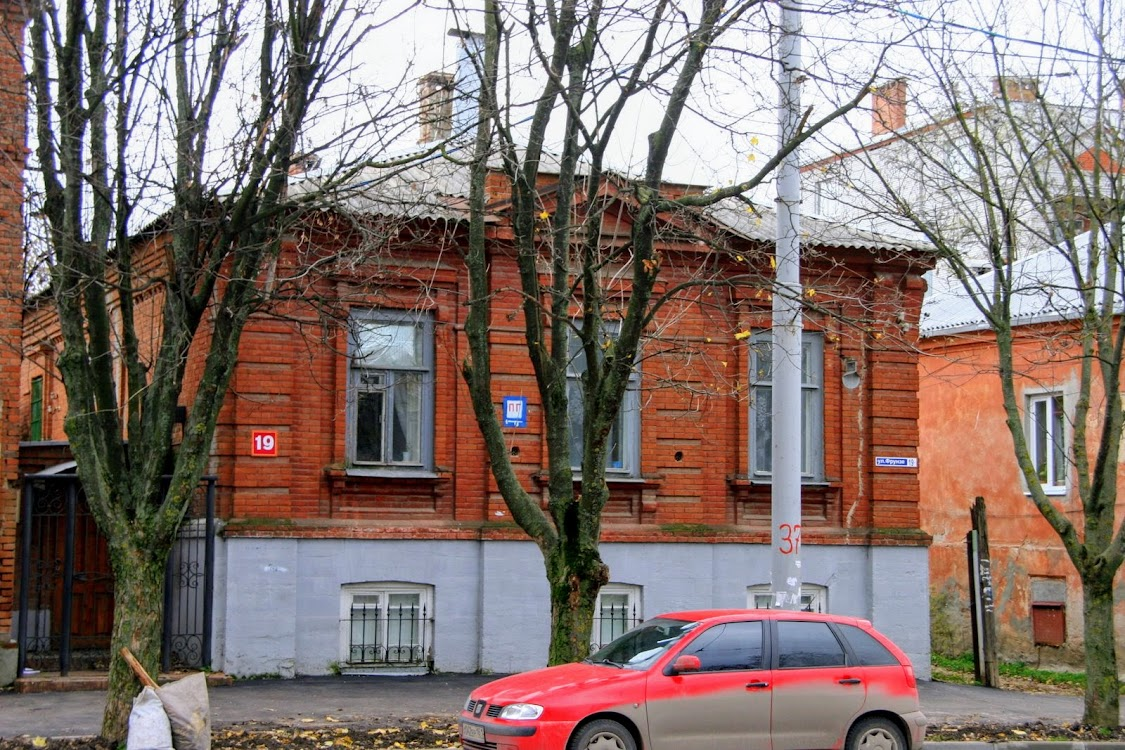 https://sites.google.com/site/istoriceskijtaganrog/frunze-ulica/dom-19